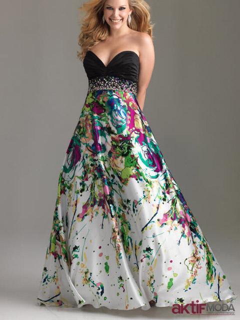 Straplez Çiçekli Kır Düğünü Elbise Modeli