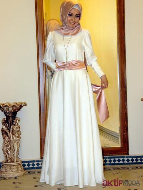Tesettür Kır Düğünü Elbise Modeli