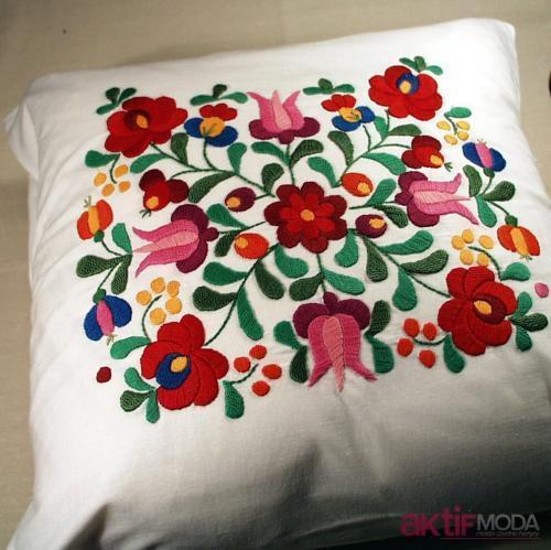 Dekoratif İşlemeli Yastık Modelleri