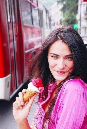 Saadet Işıl Aksoy Dondurma