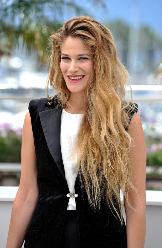 Dalgalı Saç Modelleri Bayan