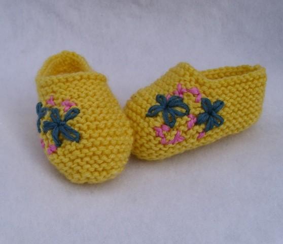 Örme Kız Bebek Patiği