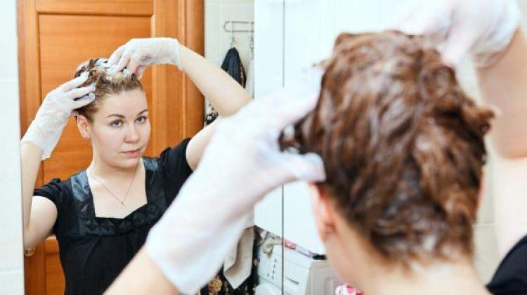 Evde Kolay Saç Boyama Yöntemleri