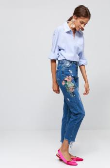 İşlemeli Mom Jeans Kombinleri