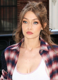 Gigi Hadid Doğal Saç Rengi