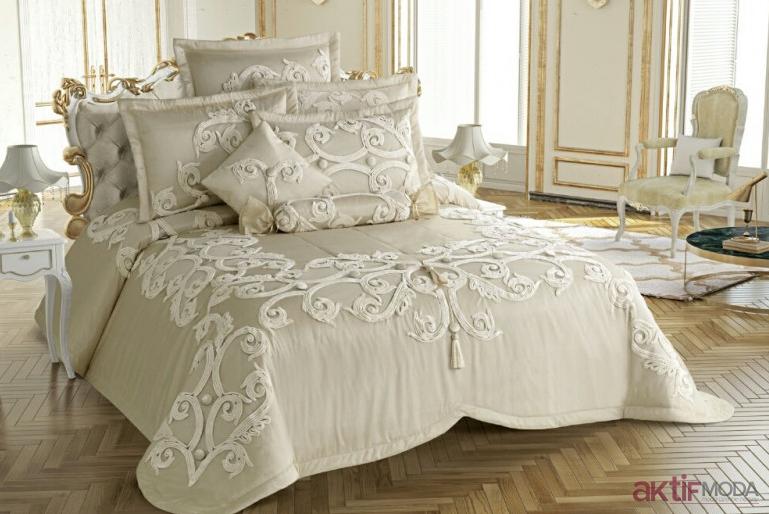 İşlemeli Yatak Örtüsü Modelleri