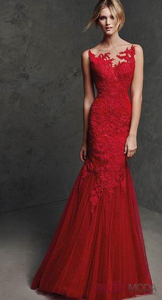 Kırmızı Mezuniyet Elbisesi