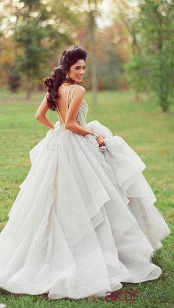 Kabarık Kır Düğünü Gelinlik Modelleri